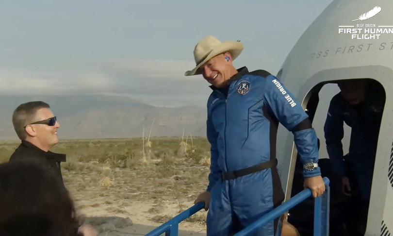 mega oblo Bezos guardare Terra dallo spazio
