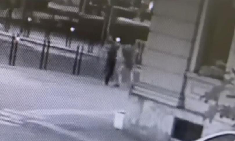 video marocchino aggredisce assessore leghista