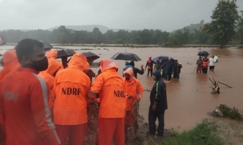India Maharashtra morti frane inondazioni