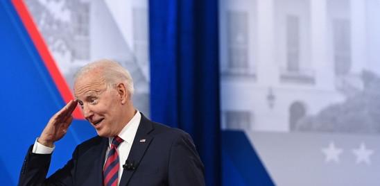 La popolarità di Biden è in calo (ma fa meglio di Trump e Clinton)
