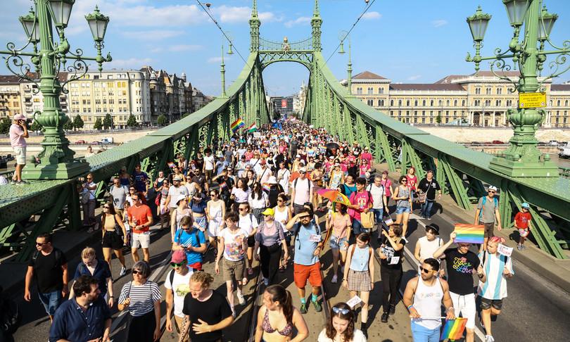 ungheria gay pride budapest sfida orban