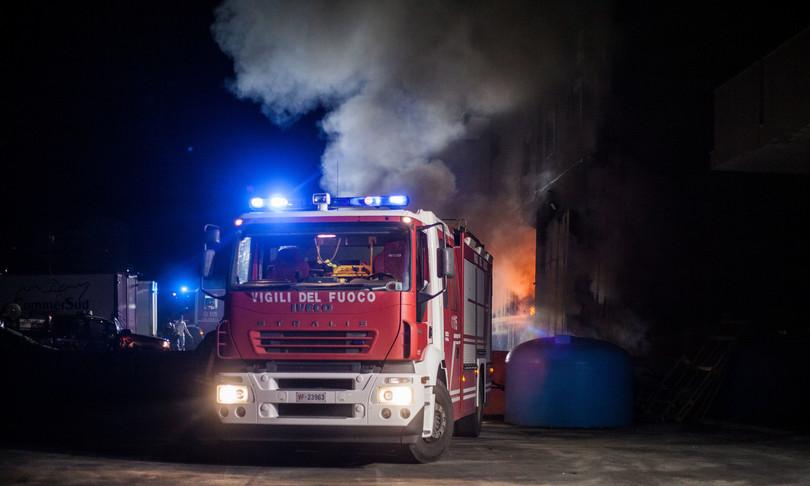 Incendi: rogo Oristanese, fiamme in centro abitato Cuglieri