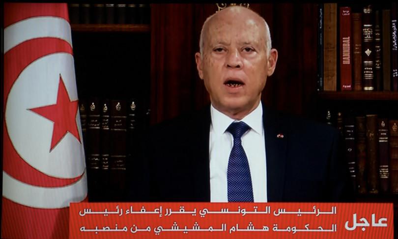 tunisia presidente scioglie parlamento esautora premier
