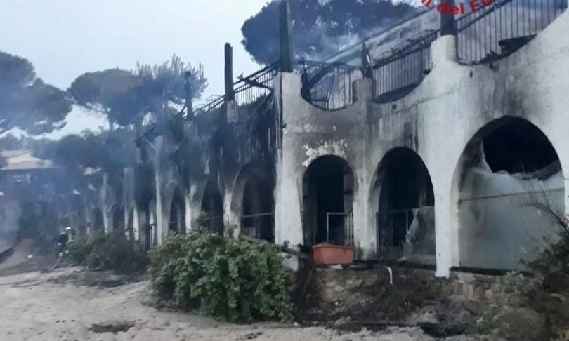 Incendi distrutto resort temptation Island