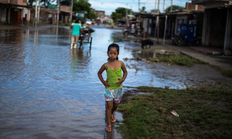 Scienza inondazione popolazione aumenta velocemente