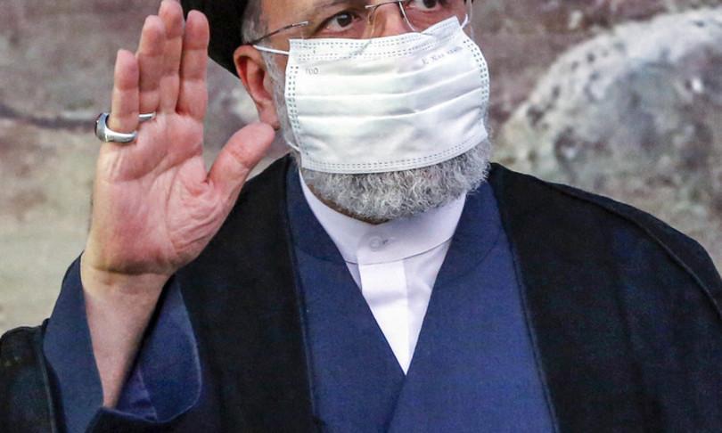 Iran Raisi giura Via sanzioni no pressioni
