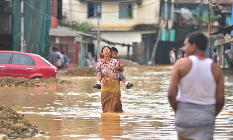 swiss re stima 77 miliardi perdite eventi catastrofici