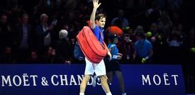 "Federer si opererà al ginocchio: ""Starò fuori per alcuni mesi"""