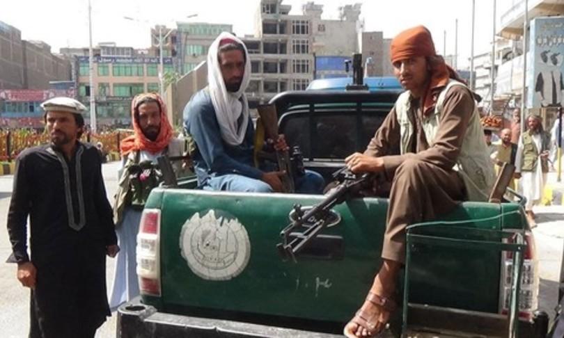 talebani sparano su manifestanti jalalabad