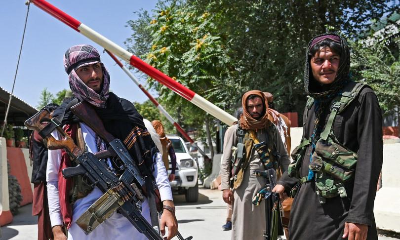 super arsenale americano in mano a talebani