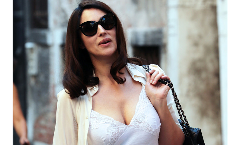 seno piccolo sise svuotate donne insoddisfatte piace bellucci
