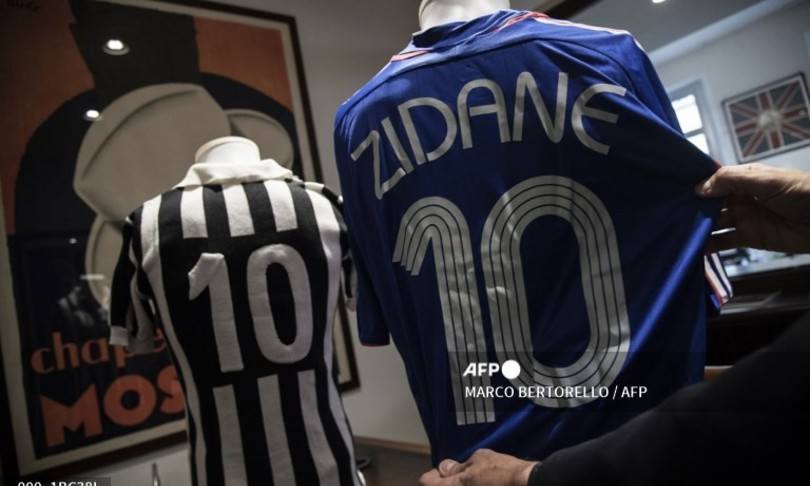 The 'business' of vintage soccer jerseys, some are worth thousands of euros