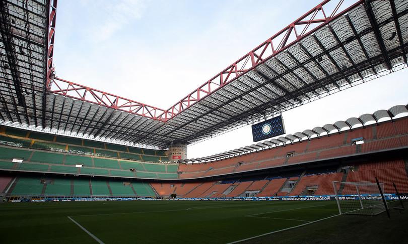 Inter travolge Genoa Sassuolo batte Verona