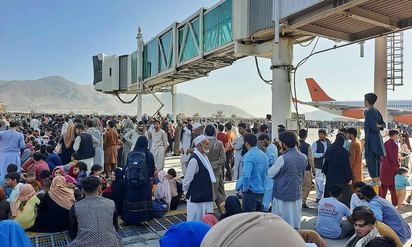 Afghanistan caos folla accalcata aeroporto Kabul