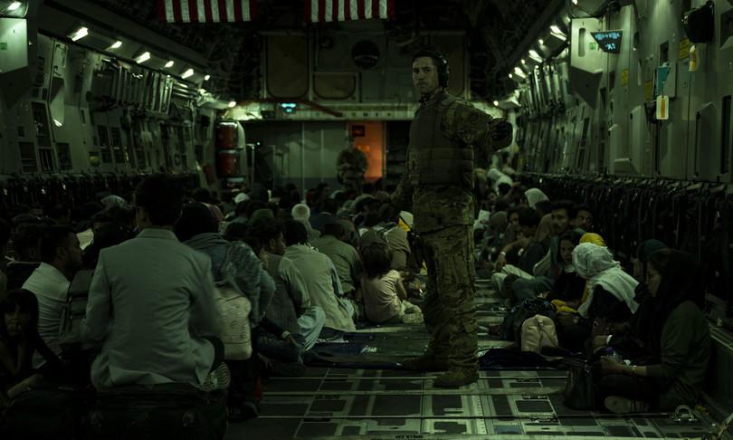 Afghanistan nati a bordo aerei evacuati