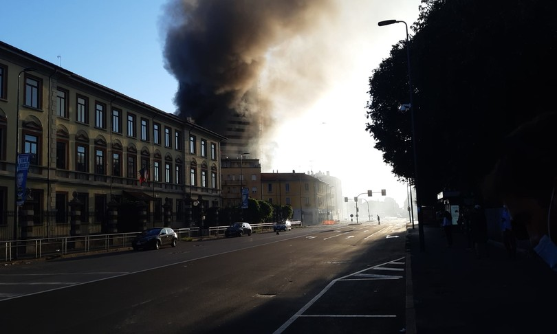 palazzo milano incendio
