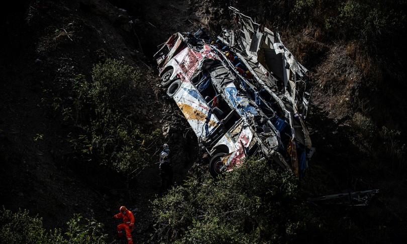 peru autobus precipita 32 morti