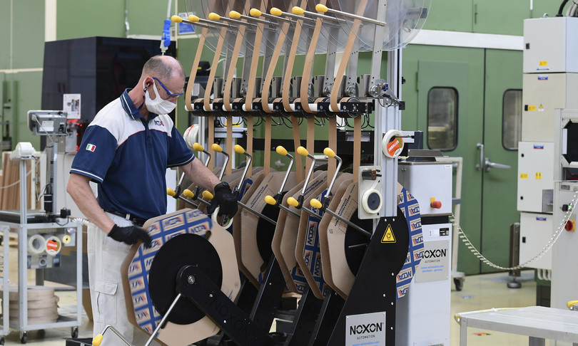 attivita manifatturiera Italia cresce attese frena Eurozona