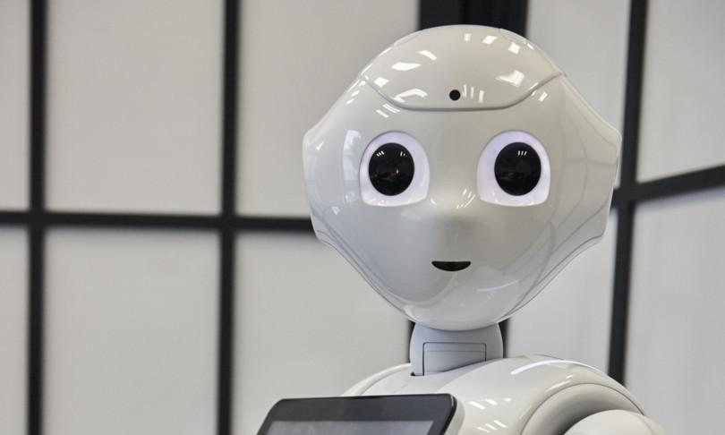 sguardo robot condiziona decisioni umane