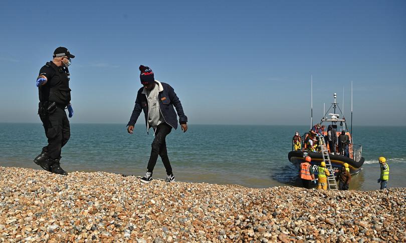 Migranti Manica Gb Francia respingimenti