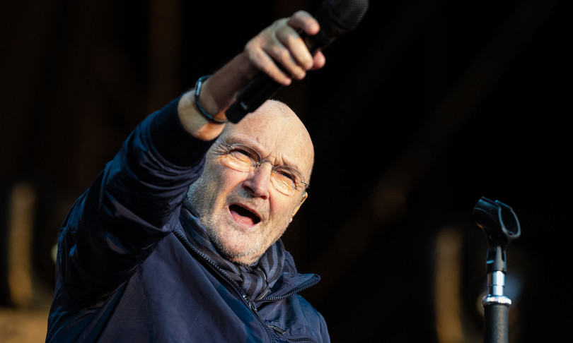 Phil Collins malato non riesce a suonare batteria