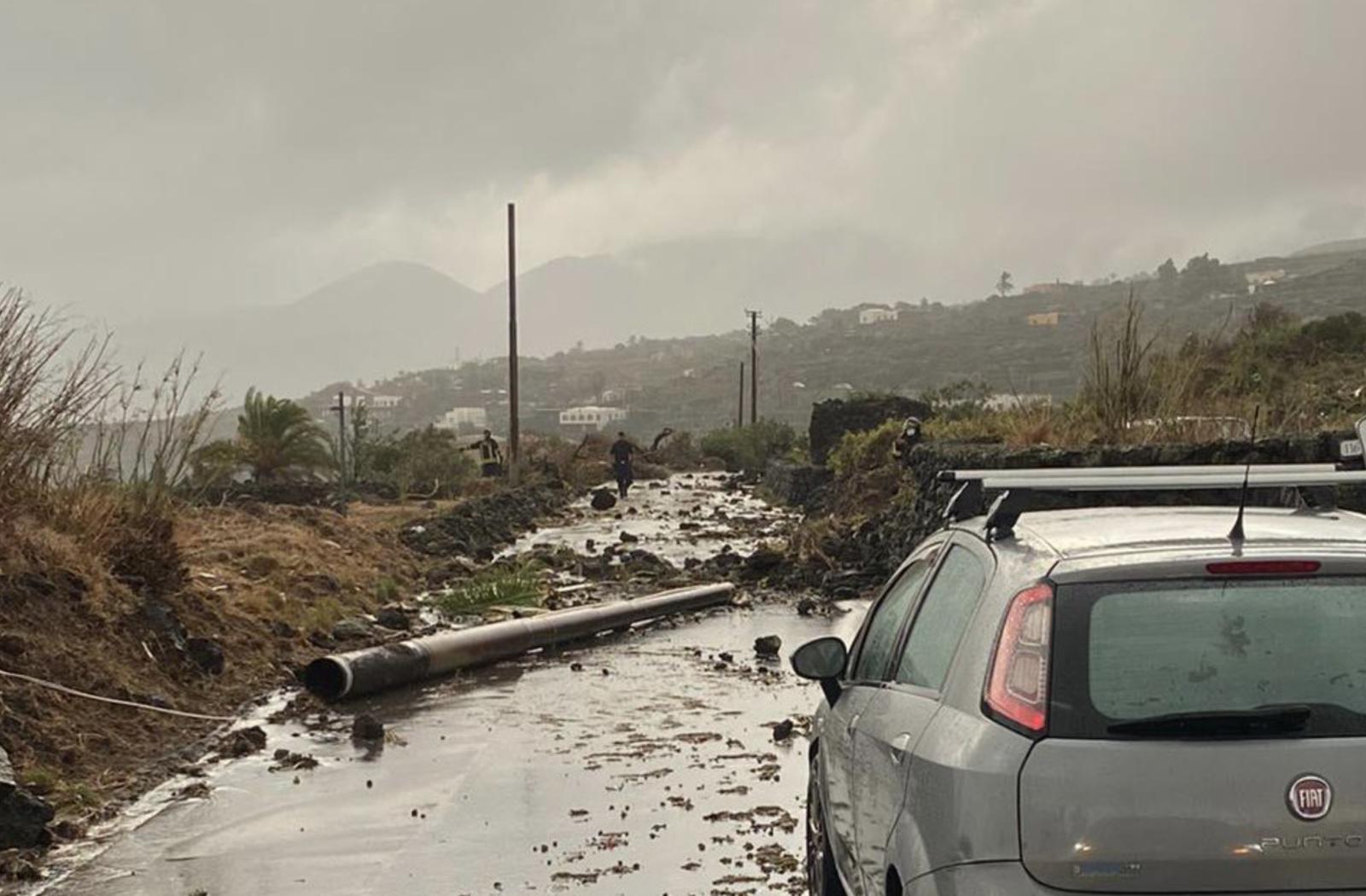 I danni fatti dalla tromba d'aria che ha colpito Pantelleria