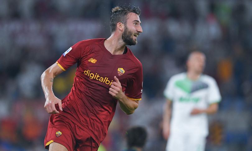 Roma batte Sassuolo extremis Mou sotto curva