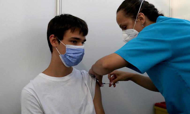 governo inglese vaccino ragazzi 12 15 anni