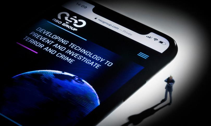 Apple corregge falla rischio spionaggio iPhone