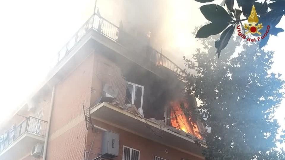 L'incendio nell'appartamento di Torre Angela, borgata orientale della Capitale
