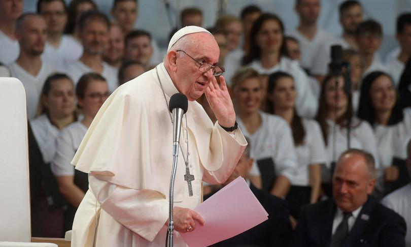 papa francesco croce non bandiera aprire ai Rom
