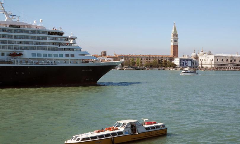 stop grandi navi venezia off limits