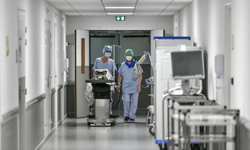 covid calano nuovi casi in ospedale no vax