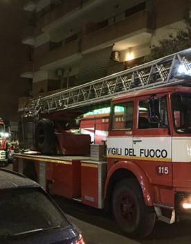 Una donna di 82 anni è morta nell'incendio di un appartamento a Roma