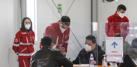Covid: cala ancora il trend, in Italia 3.838 nuovi positivi e 26 decessi
