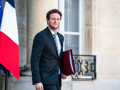 """Secondo il sottosegretario agli Affari europei, Clement Beaune, Bruxelles farà fatica a proseguire i colloqui dopo """"una simile violazione della fiducia"""". Lo scontro tra Parigi e Canberra è nato dopo la cancellazione di una commessa multi-miliardaria di sottomarini nucleari"""