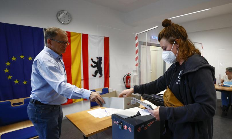 """Al voto in Germania Merkel """"in gioco stabilità"""""""