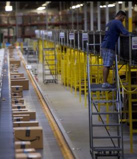 Amazon ha aumentato la paga ai dipendenti della logistica