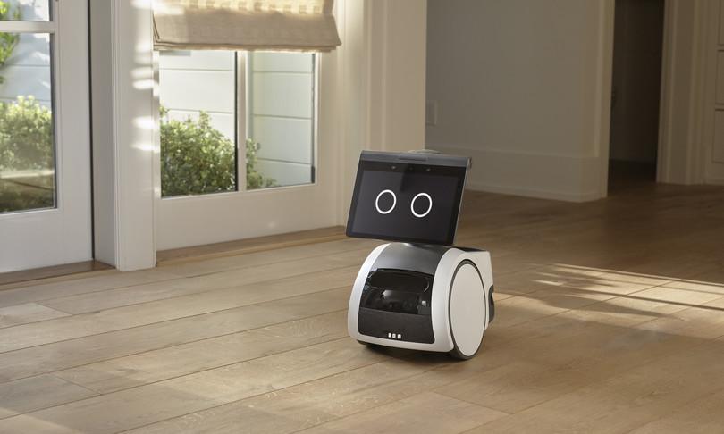 amazon arriva astro robot casalingo si muove come cane