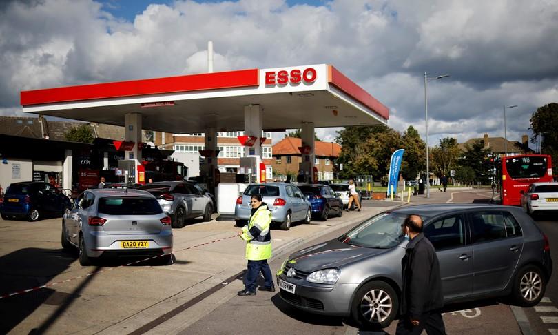 crisi carburante Gran Bretagna spinge uso monopattini