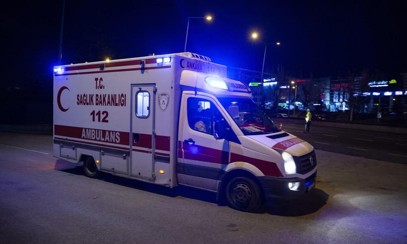Turchia ubriaco si unisce a squadra soccorso che lo cerca