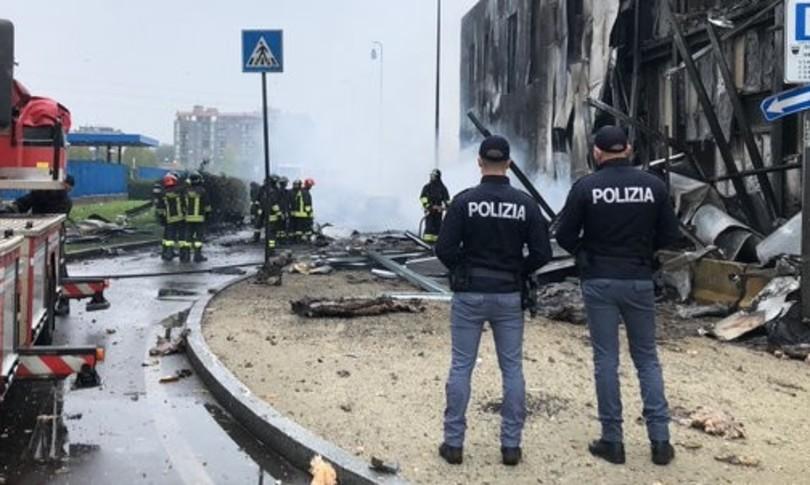 Aereo turismo precipita Milano poco dopo decollo