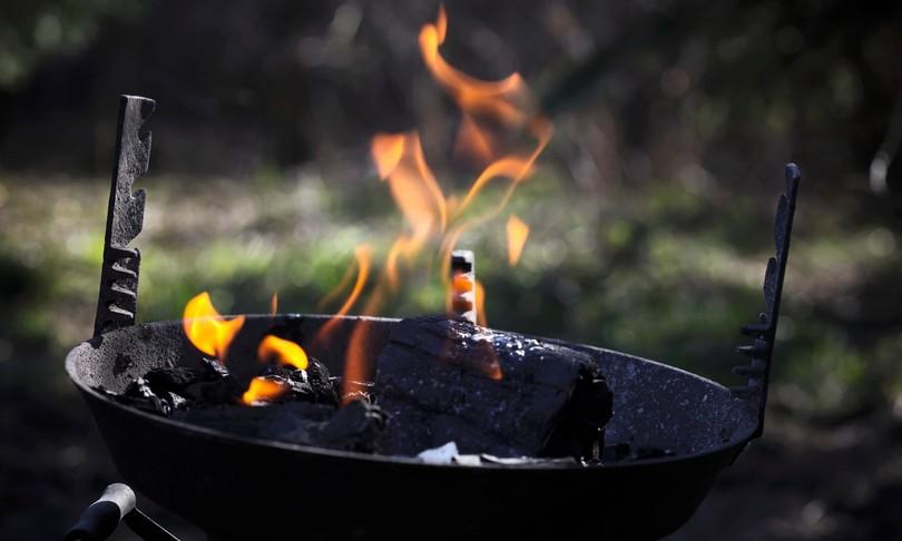 Ustionato mentre fa barbecue