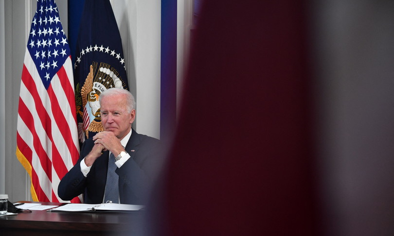 Joe Biden collapses in the polls, but makes up for debt and abortion
