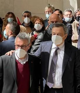 Il presidente del Consiglioèarrivato al quartiergenerale diCorso d'Italia per portare la sua solidarietàe quella del governo al sindacato dopo gli attacchi