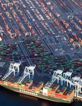 Biden intensifica il traffico merci contro la carenza delle forniture