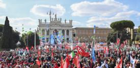 Il corteo dei sindacati riempie piazza San Giovanni e chiude con 'Bella ciao'
