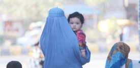 """Le donne afghane sono scese in piazza a Kabul contro il """"silenzio"""" del mondo"""